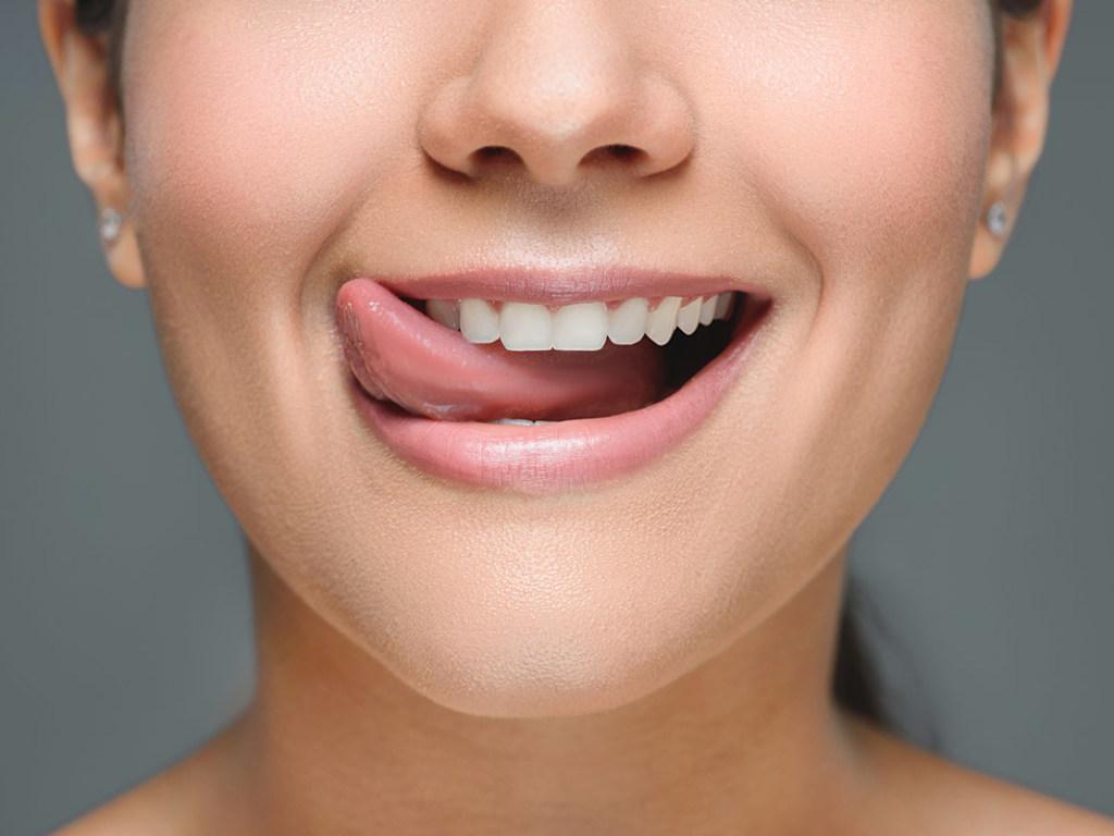Чистка зубов в стоматоолгии в Днепре